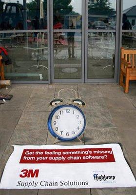 ceas-pe-trotuar iluzie