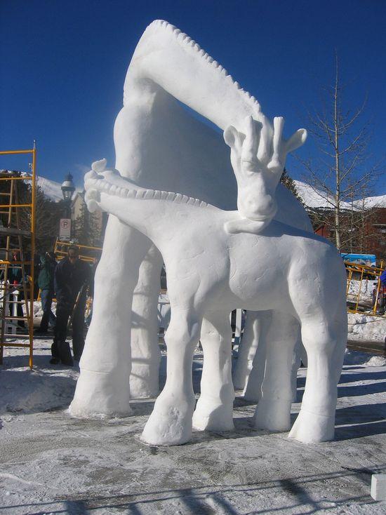 sculptura-gheata-girafa