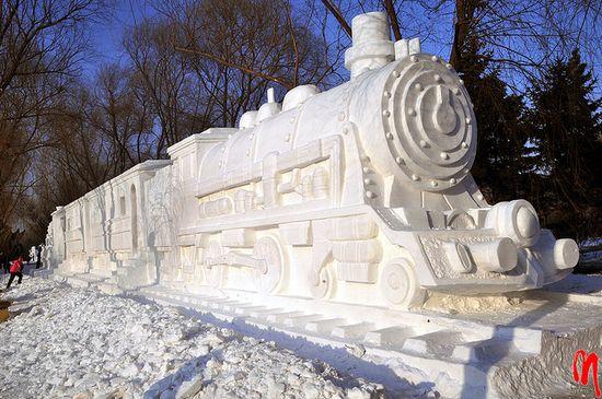 sculptura-gheata-tren