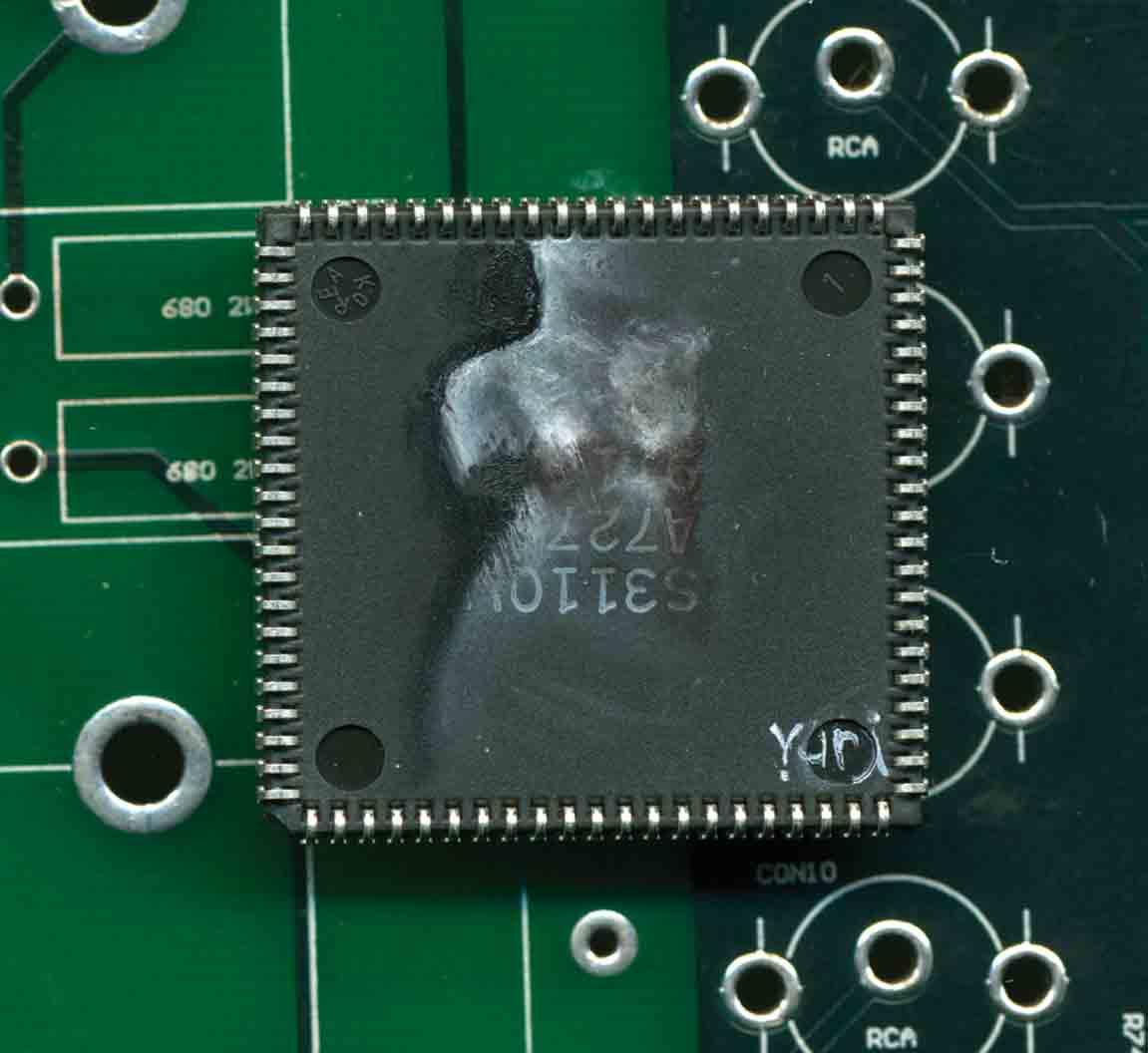 yuri-zupancic-microchip-art-desene-microcipuri-2