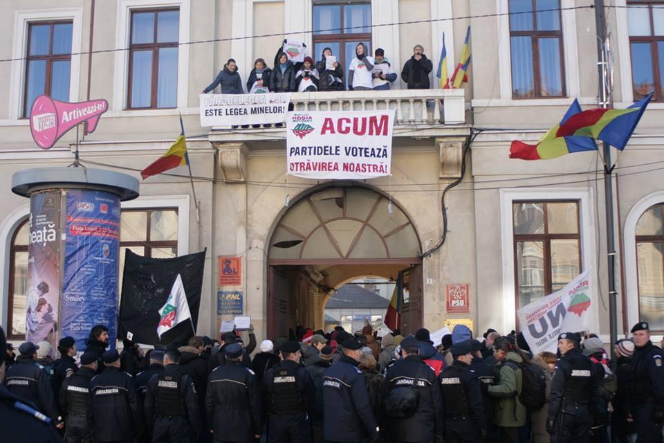 cluj-ocupa-sediile-partidelor-votare-lege-rosia-montana-10-dec-2013