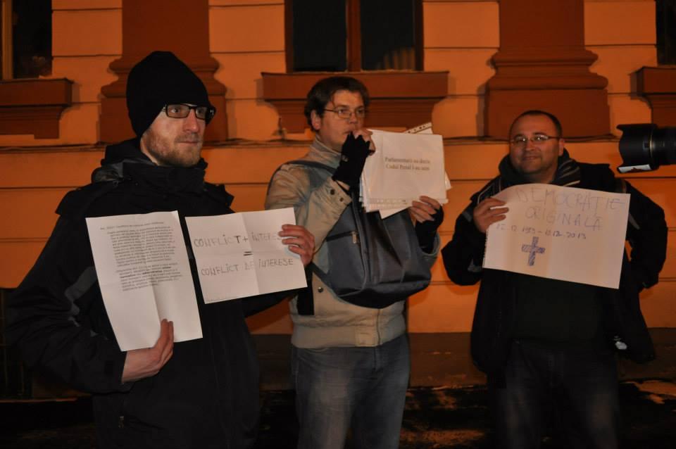 miting-protest-impotriva-legii-parlamentarilor-corupti-brasov-11-decembrie-2013-prefectura (4)