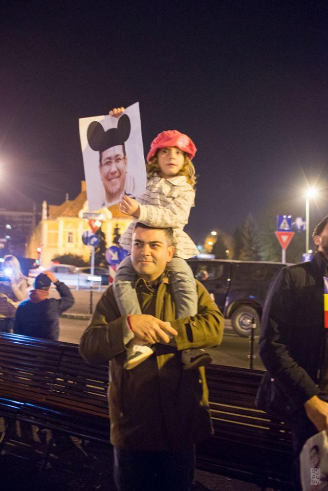 proteste-brasov-16-nov-2014-jos-ponta-klaus-presedinte (3)